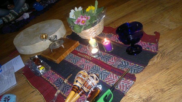 Meditazione attiva realizza un altare per le tue intenzioni sacre-1